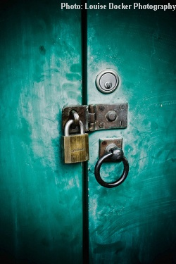 How to use The Lock In Effect to retain your clients or customers